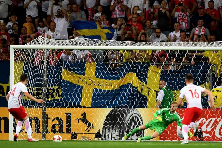 Poland U21s 2 Sweden U21s 2: Late Dawid Kownacki penalty leaves England's group finely poised