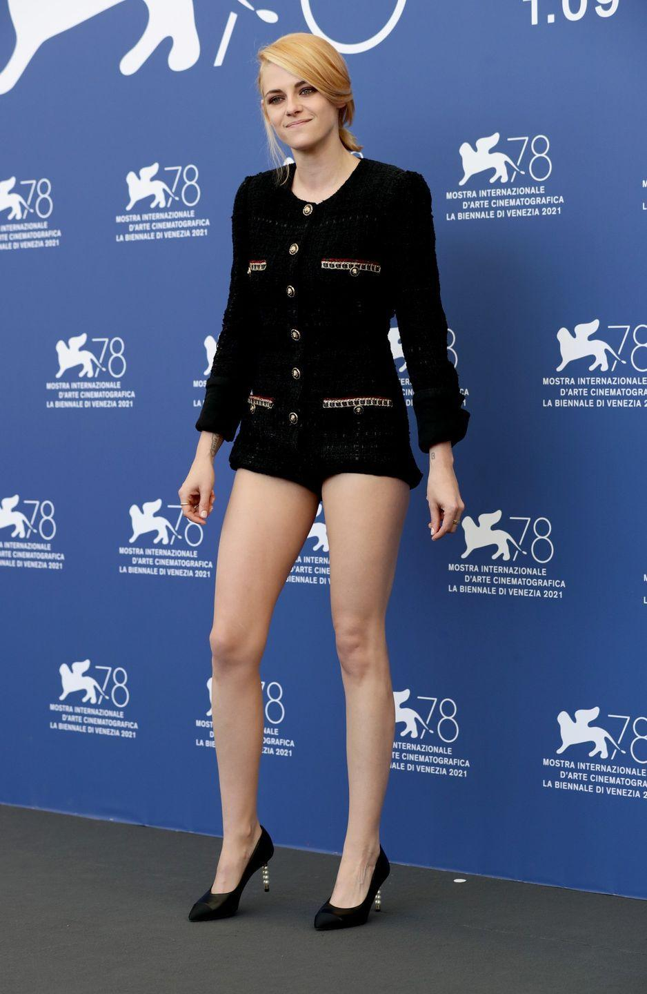 <p>Kristen Stewart arrives for the photocall for her Princess Diana biopic Spencer in Chanel. </p>