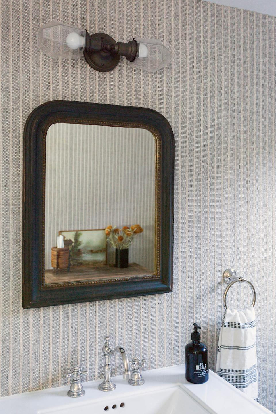 "<div class=""caption""> The home's powder room features wallpaper from <a href=""https://www.phillipjeffries.com/"" rel=""nofollow noopener"" target=""_blank"" data-ylk=""slk:Phillip Jeffries"" class=""link rapid-noclick-resp"">Phillip Jeffries</a>, a faucet from <a href=""https://www.newportbrass.com/"" rel=""nofollow noopener"" target=""_blank"" data-ylk=""slk:Newport Brass"" class=""link rapid-noclick-resp"">Newport Brass</a>, and a light from <a href=""https://www.schoolhouse.com/"" rel=""nofollow noopener"" target=""_blank"" data-ylk=""slk:Schoolhouse"" class=""link rapid-noclick-resp"">Schoolhouse</a>. The mirror is an antique sourced by Boesch. </div>"