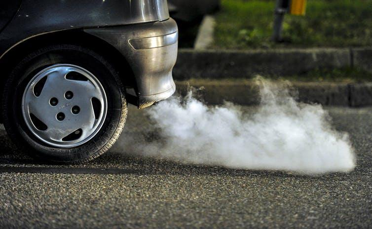 Fumes coming from the exhaust pipe of a car