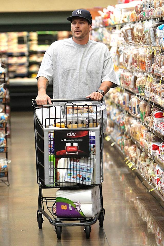 """Uh oh! Looks like someone's fallen off the diet wagon! Spotted grocery shopping in Chatsworth, California, Kevin Federline looked like he'd packed on some unwanted pounds again. Jeff Steinberg/Sam Sharma/<a href=""""http://www.pacificcoastnews.com/"""" target=""""new"""">PacificCoastNews.com</a> - July 23, 2010"""