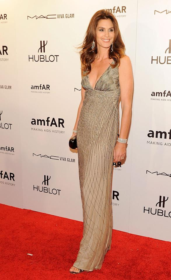 That dress certainly accentuates your height and slimness, Cindy Crawford.