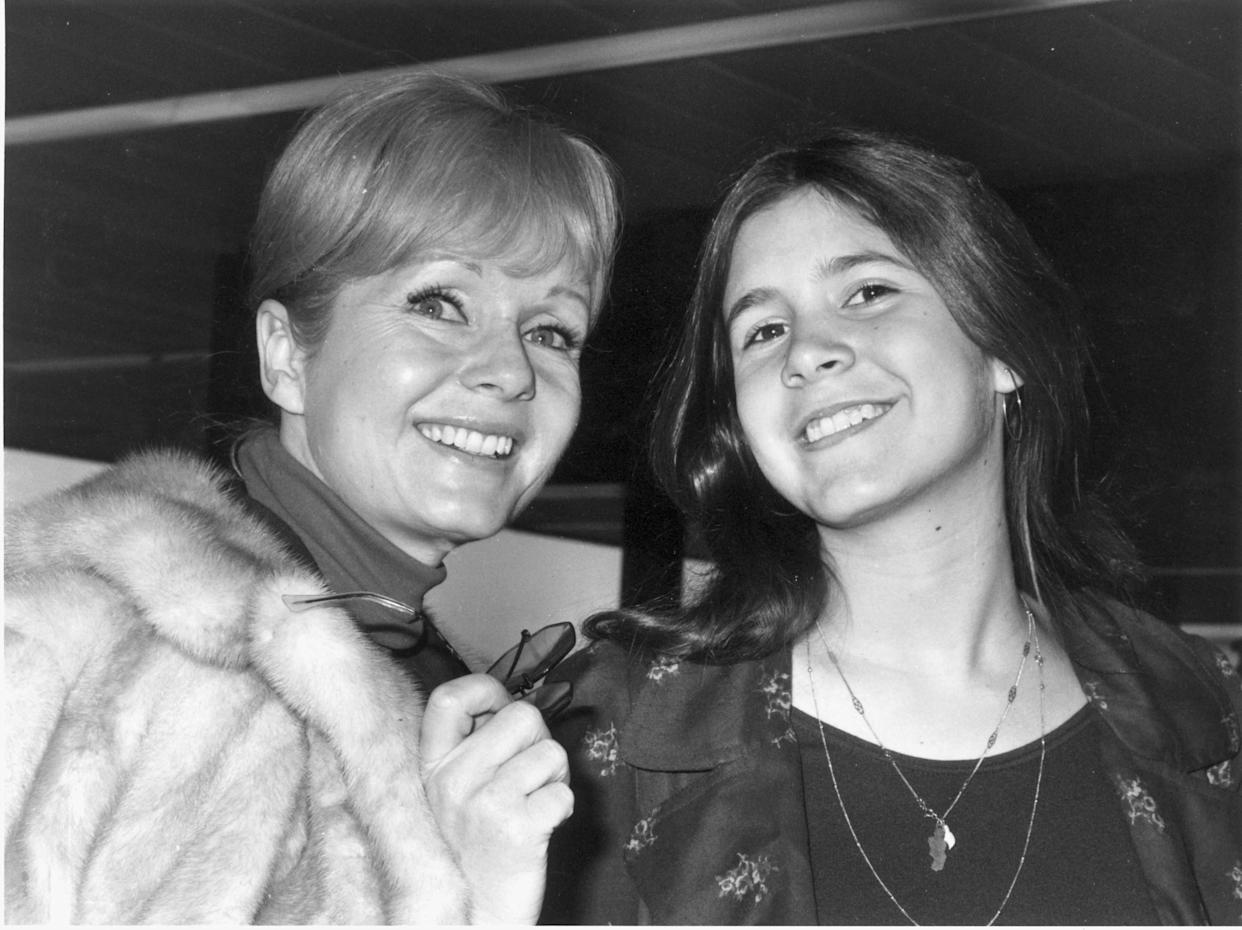 Debbie Reynolds with Carrie Fisher on Feb. 12, 1972.