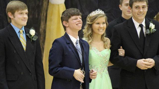 Homecoming Surprise for Tennessee Teen