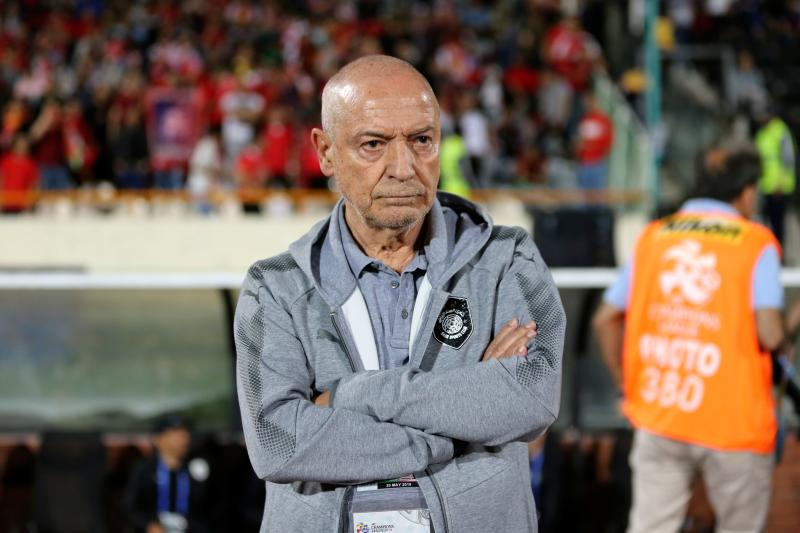 Sadd's coach Jesualdo Ferreira looks on during the AFC Champions League group D football match between Iran's Persepolis and Qatar's Al Sadd at the Azadi Stadium at the Azadi Stadium in Tehran on May 20, 2019. (Photo by ATTA KENARE / AFP) (Photo credit should read ATTA KENARE/AFP via Getty Images)