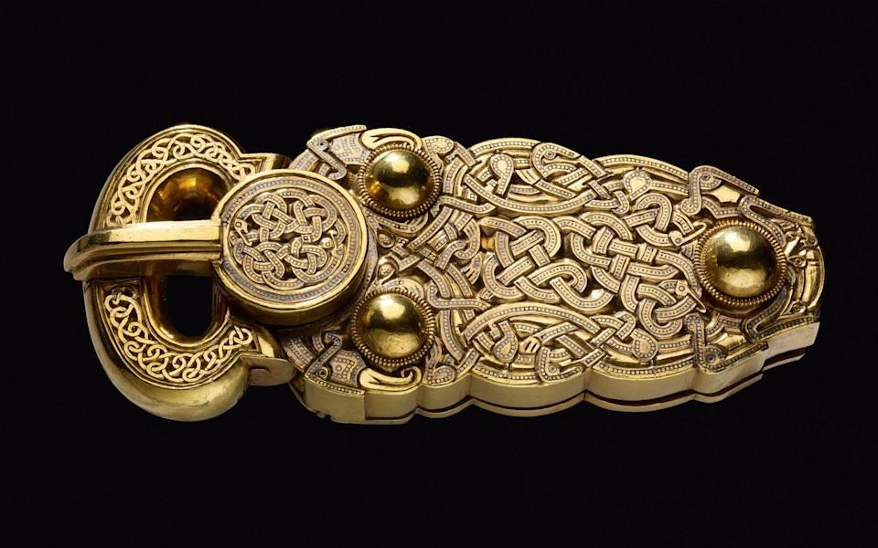 The Sutton Hoo belt buckle that inspired a Book of Durrow illustration - British Museum