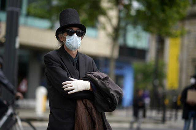 A man wears a mask in Manchester. (Getty Images)