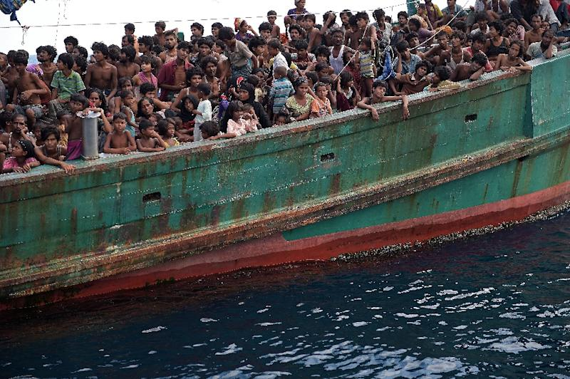 Rohingya migrants on a boat drifting in Thai waters off the southern island of Koh Lipe in the Andaman on May 14, 2015 (AFP Photo/Christophe Archambault)
