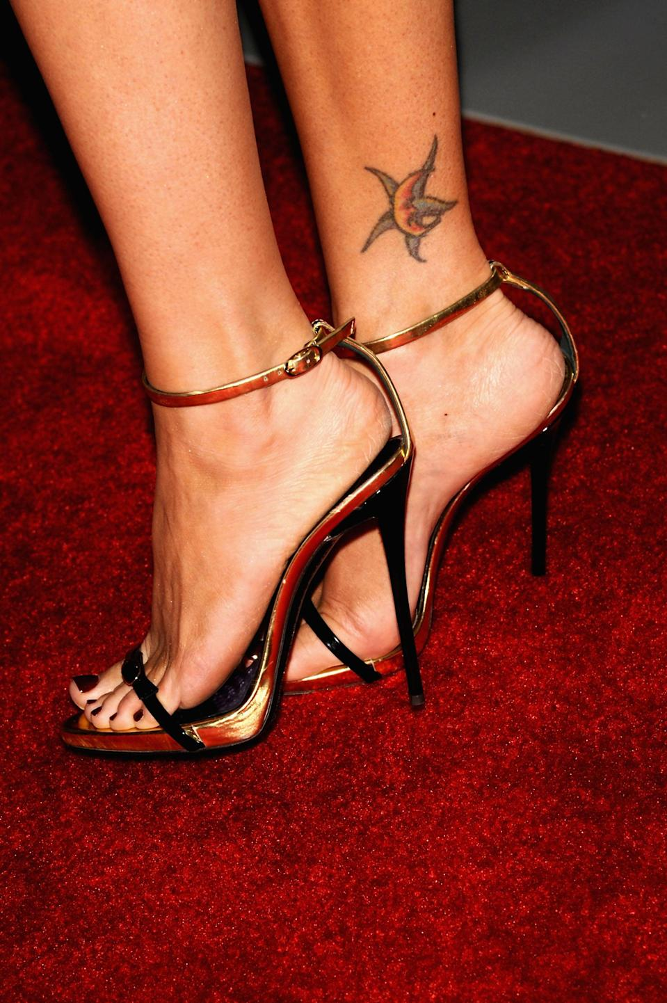 <p>Fox has a crescent moon and star tattoo on the inside of her right ankle. It is her only known tattoo that uses colored ink, with the star being blue and the moon a yellow hue. She's had the tattoo for over a decade.</p>