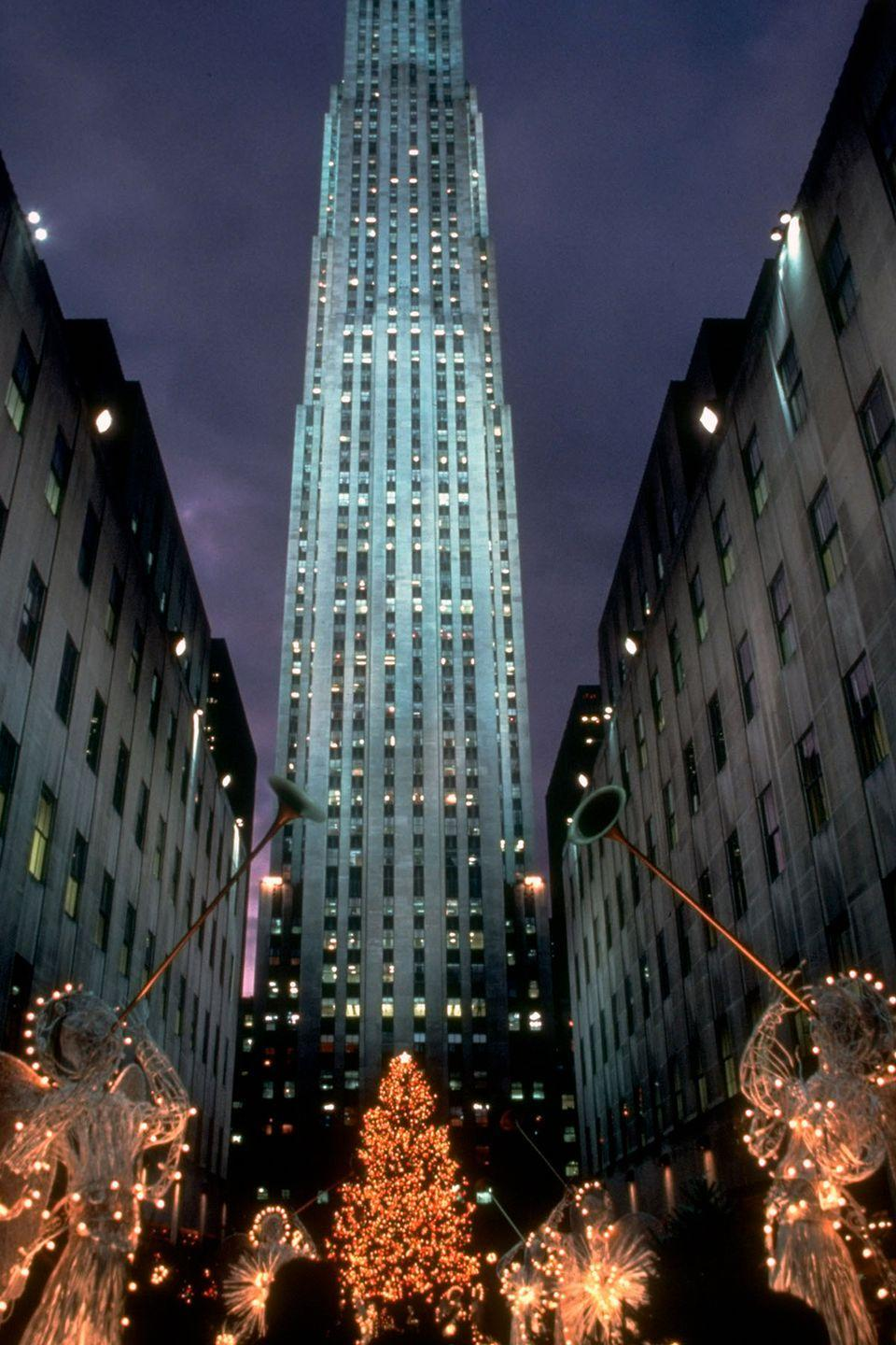 "<p><a href=""https://www.tripadvisor.com/Attraction_Review-g60763-d105123-Reviews-Rockefeller_Center-New_York_City_New_York.html"" rel=""nofollow noopener"" target=""_blank"" data-ylk=""slk:The Rockefeller Center"" class=""link rapid-noclick-resp"">The Rockefeller Center</a> decked out for a decorated Christmas scene at Channel Gardens.</p>"