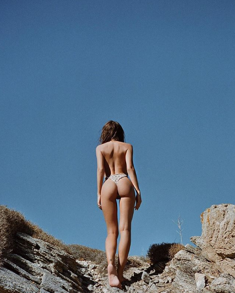 <p>The model has sent fans into a spin over a peachy bum shot whilst in the exotic location. Talk about belfie goals. </p>
