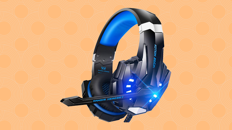 The BenGoo gaming headset is 65 percent off—it's not too early to shop for holiday gifts. (Photo: Amazon)