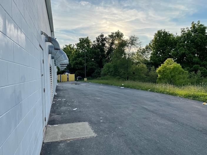 The area behind the laundromat in the 9900 block of East 38th Street where 50-year-old Shanel Smith was found dead Feb. 19, 2021.