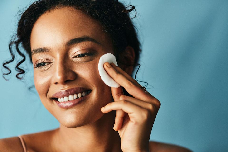 """<p>Combination skin can sometimes feel like it's having an identity crisis. Dry in some places and oily in others, finding products that work for your whole face can feel a bit tricky sometimes. But in truth, <a href=""""https://www.goodhousekeeping.com/beauty/anti-aging/g32894759/best-toners/"""" rel=""""nofollow noopener"""" target=""""_blank"""" data-ylk=""""slk:toners"""" class=""""link rapid-noclick-resp"""">toners</a> (a.k.a. those liquid potions you swipe on after cleansing but before <a href=""""https://www.goodhousekeeping.com/beauty-products/g4083/best-anti-aging-serums/"""" rel=""""nofollow noopener"""" target=""""_blank"""" data-ylk=""""slk:serums"""" class=""""link rapid-noclick-resp"""">serums</a> and <a href=""""https://www.goodhousekeeping.com/beauty-products/reviews/g5014/best-face-moisturizer/"""" rel=""""nofollow noopener"""" target=""""_blank"""" data-ylk=""""slk:moisturizer"""" class=""""link rapid-noclick-resp"""">moisturizer</a>), are actually great for combination types. </p><p>When you find the right one, """"toners can help balance hydration and irritation on the cheeks, but can also balance pesky oil on the T-zone,"""" says <a href=""""https://www.instagram.com/drpauljarrodfrank/?hl=en"""" rel=""""nofollow noopener"""" target=""""_blank"""" data-ylk=""""slk:Paul Jarrod Frank, M.D."""" class=""""link rapid-noclick-resp"""">Paul Jarrod Frank, M.D.</a>, a cosmetic dermatologist in New York City and author of <a href=""""https://www.amazon.com/gp/product/1642935557/ref=dbs_a_def_rwt_hsch_vapi_taft_p1_i0?tag=syn-yahoo-20&ascsubtag=%5Bartid%7C10055.g.36618407%5Bsrc%7Cyahoo-us"""" rel=""""nofollow noopener"""" target=""""_blank"""" data-ylk=""""slk:The Pro-Aging Playbook"""" class=""""link rapid-noclick-resp""""><em>The Pro-Aging Playbook</em></a>. And finding a formula that works without leaving you with parched and <a href=""""https://www.goodhousekeeping.com/beauty-products/g5059/best-primers-for-oily-skin/"""" rel=""""nofollow noopener"""" target=""""_blank"""" data-ylk=""""slk:oily patches"""" class=""""link rapid-noclick-resp"""">oily patches</a> is easy, once you know what you're looking for. </p><h2 class=""""body-h2"""">How t"""