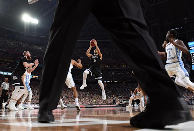 <p>Gonzaga Bulldogs guard Nigel Williams-Goss (5) shoots the ball against North Carolina Tar Heels forward Isaiah Hicks (4) in the championship game of the 2017 NCAA Men's Final Four at University of Phoenix Stadium. Mandatory Credit: Robert Deutsch-USA TODAY Sports </p>