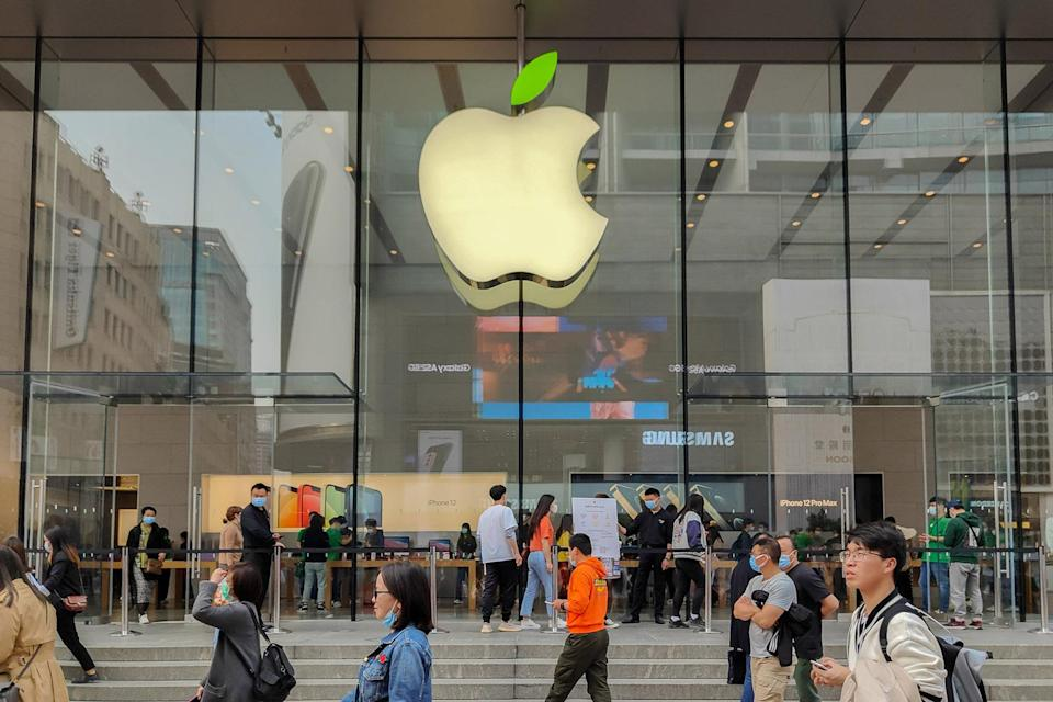 SHANGHAI, CHINA - APRIL 16, 2021 - The Apple store's LOGO lit up with green leaves to mark World Earth Day, and the company's staff wore green clothing. 16 April 2021, Shanghai, China.  (Photo credit should read Costfoto/Barcroft Media via Getty Images)