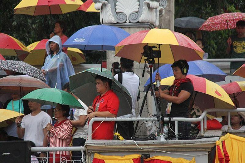 Bzzzzz: Flap over 'eviction' of media from Basilica; Capitol's Sinulog aid