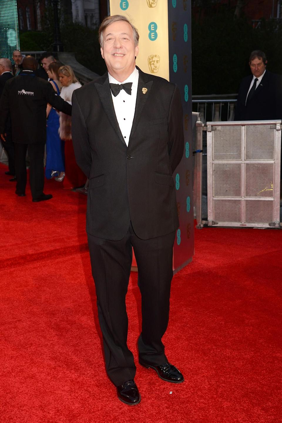 <p>The show's host donned a subtle pinstriped suit. <i>[Photo: Getty]</i> </p>