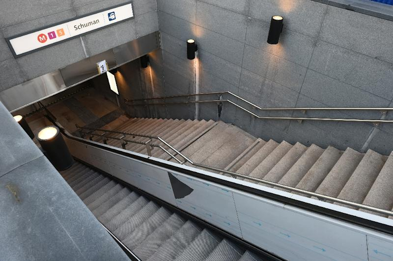 A closed entrance to the Schuman Railway station as the Belgian capital remains on the highest possible alert level on November 23, 2015 (AFP Photo/John Thys)