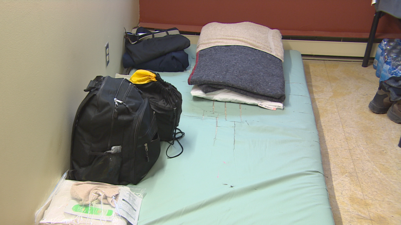Beds filled up at Salvation Army as surge of asylum seekers cross into Manitoba