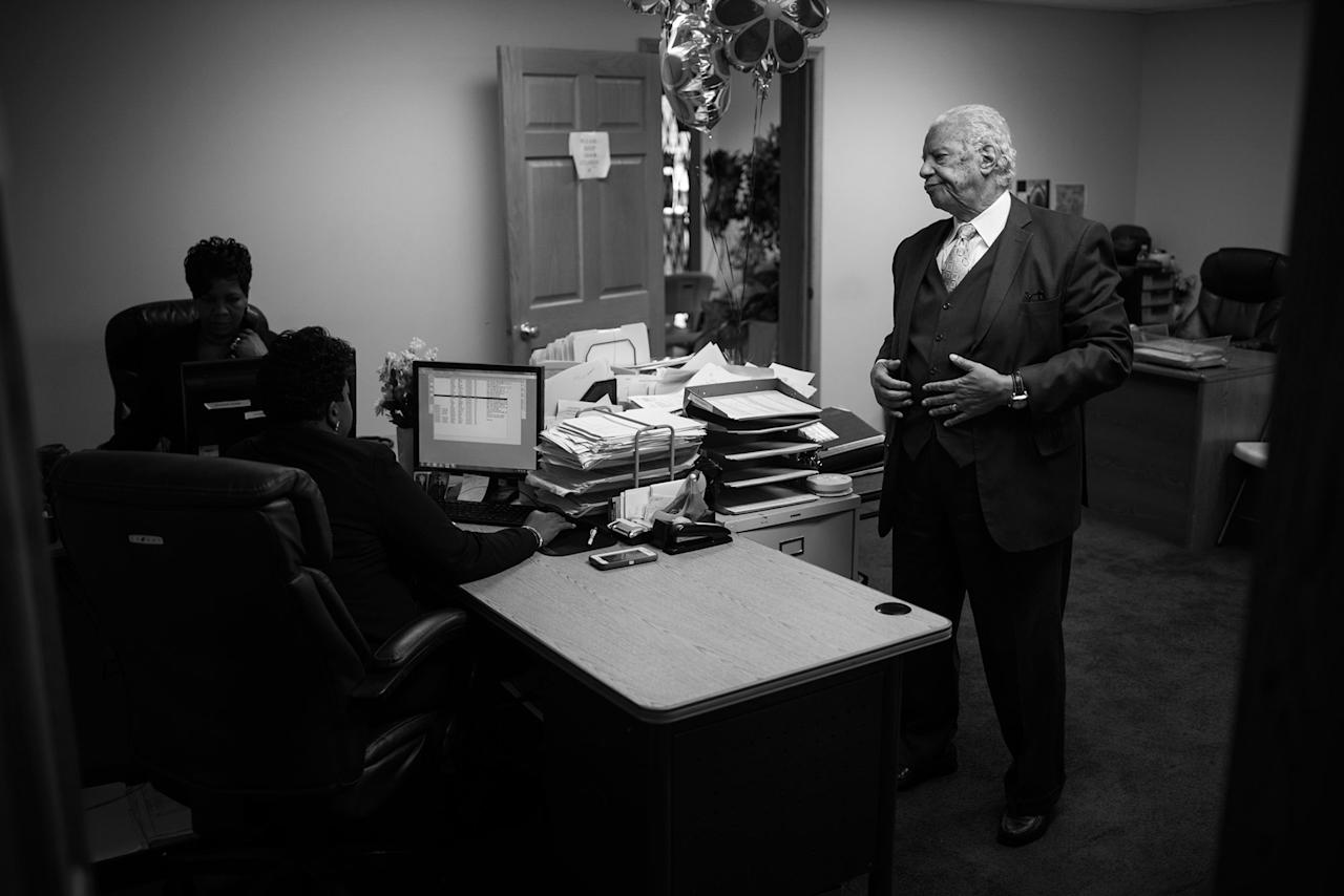 <p>Spencer Leak Sr. consults with his staff before beginning day of funeral visitation and planning. (Photo: Jon Lowenstein/NOOR for Yahoo News) </p>