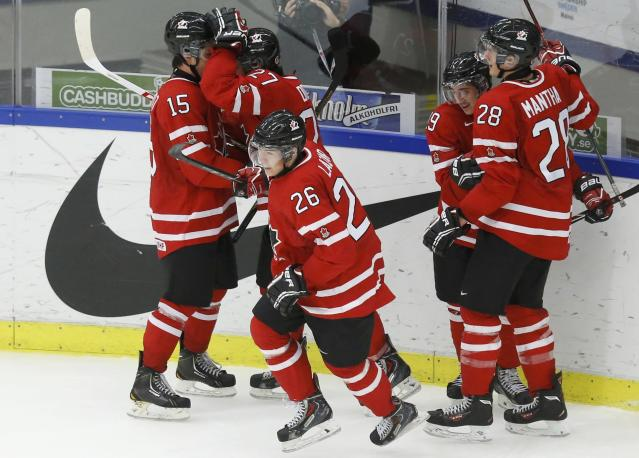 Canada's Curtis Lazar (C) celebrates his goal against the United States with teammates Derrick Pouliot (15), Jonathan Drouin (27), Nic Petan and Anthony Mantha (28) during the third period of their IIHF World Junior Championship ice hockey game in Malmo, Sweden, December 31, 2013. REUTERS/Alexander Demianchuk (SWEDEN - Tags: SPORT ICE HOCKEY)