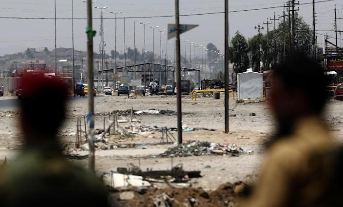 Kurdish Peshmerga forces look at a checkpoint held by Islamic State militants on June 16, 2014 in Iraq's second city of Mosul (AFP Photo/Karim Sahib)