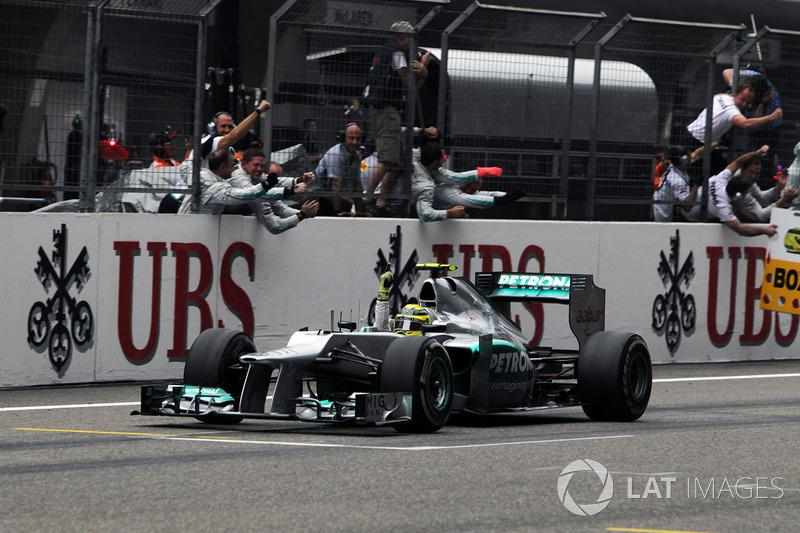 "Nico Rosberg, Mercedes AMG F1 W03 crosses the line to win the race <span class=""copyright"">Sutton Images</span>"