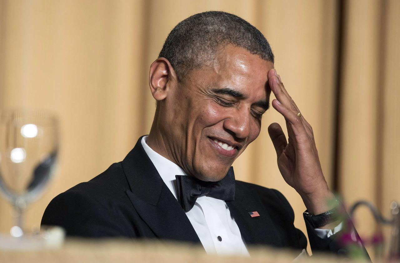U.S. President Barack Obama rubs his head as he laughs at a joke during the White House Correspondents' Association Dinner in Washington May 3, 2014. REUTERS/Joshua Roberts (UNITED STATES - Tags: POLITICS MEDIA ENTERTAINMENT SOCIETY TPX IMAGES OF THE DAY)
