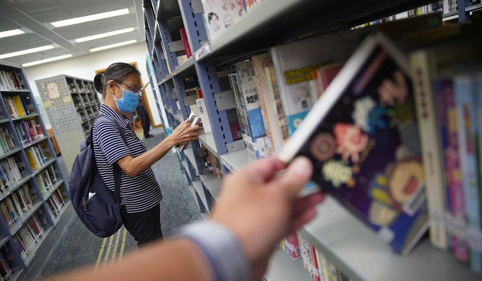 People browse the shelves at the Hong Kong Central Library in Causeway Bay. Photo: Winson Wong