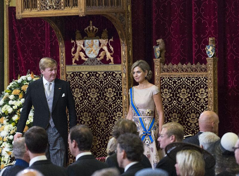Dutch King Willem-Alexander (L) addresses a speech to the Senate and House of Representatives next to Queen Maxima (R) in The Hague on September 15, 2015 (AFP Photo/Michel Porro)