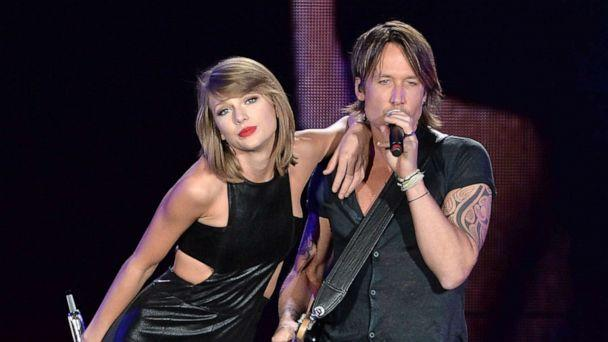PHOTO: Taylor Swift and Keith Urban perform onstage during The 1989 World Tour live in Toronto, Oct. 2, 2015, in Toronto, Canada. (George Pimentel/LP5/Getty Images for TAS)