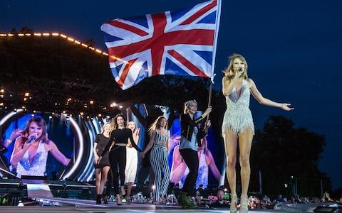 Taylor Swift performing in Hyde Park during The 1989 World Tour