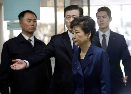 Ousted South Korean President Park Geun-hye arrives for questioning on her arrest warrant at the Seoul Central District Court in Seoul