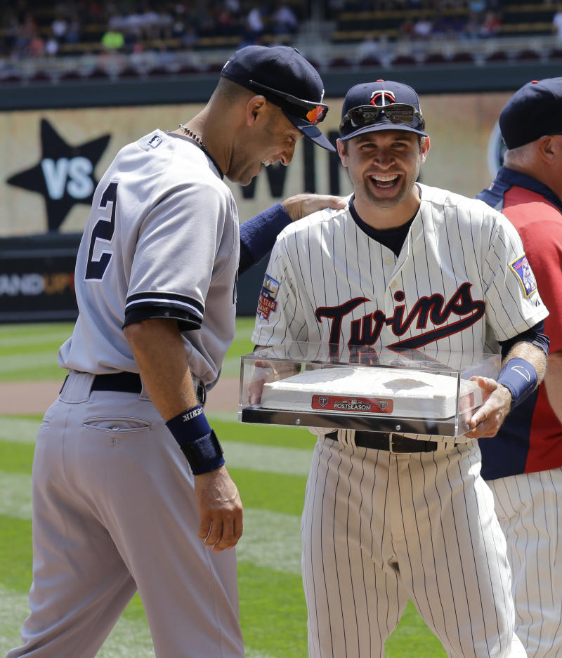 Cervelli makes error in 11th, gives Twins win