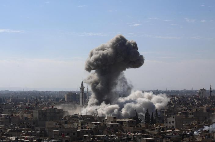 A cloud of smoke rises following an air strike by Syrian government forces in the rebel-held area of Douma, north-east of the capital Damascus, on February 5, 2015 (AFP Photo/Abd Doumany)