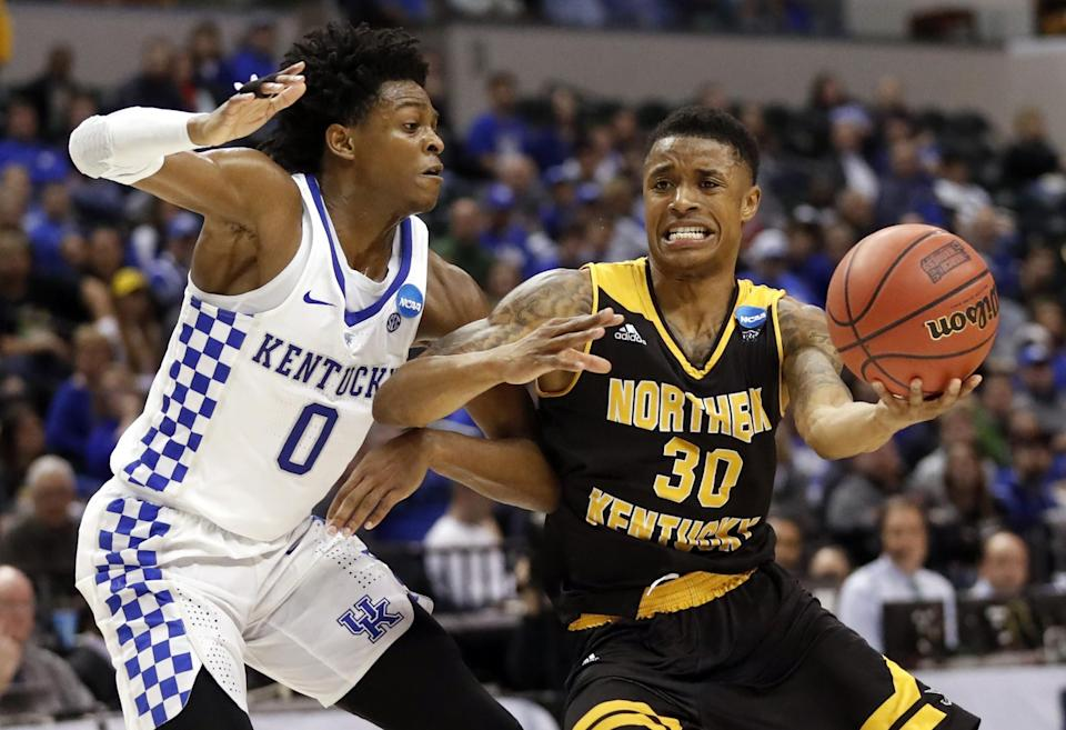 <p>Northern Kentucky's Lavone Holland II (30) heads to the basket past Kentucky's De'Aaron Fox during the second half of a first-round game in the men's NCAA college basketball tournament Saturday, March 18, 2017, in Indianapolis. Kentucky won 79-70. (AP Photo/Jeff Roberson) </p>