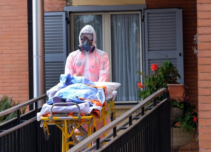 """<span class=""""caption"""">A nursing home resident in Rome is moved to a hospital.</span> <span class=""""attribution""""><a class=""""link rapid-noclick-resp"""" href=""""http://www.apimages.com/metadata/Index/Virus-Outbreak-Italy/6905d5c8537f4f5ba493c368ce2db867/3/0"""" rel=""""nofollow noopener"""" target=""""_blank"""" data-ylk=""""slk:Mauro Scrobogna/LaPresse via AP"""">Mauro Scrobogna/LaPresse via AP</a></span>"""