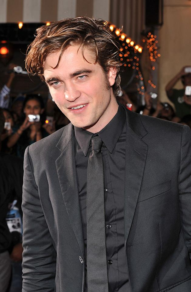 "<a href=""http://movies.yahoo.com/movie/contributor/1808623206"">Robert Pattinson</a> at the Westwood premiere of <a href=""http://movies.yahoo.com/movie/1810010670/info"">Twilight</a> - 11/17/2008"