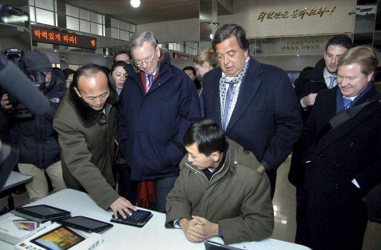 Bill Richardson (C-R) and Eric Schmidt (C-L) at Kim Il Sung University computer center in Pyongyang on January 9, 2013