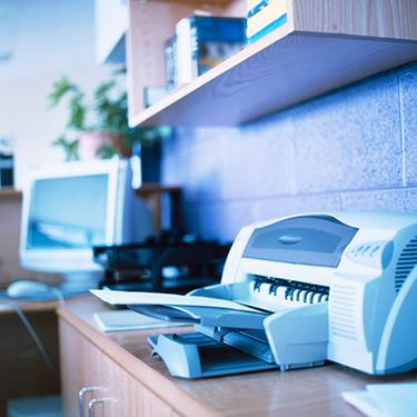 Close-up-of-a-printer-in-an-office_web