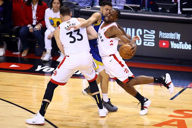 Kawhi Leonard #2 of the Toronto Raptors is defended by Klay Thompson #11 of the Golden State Warriors in the first half during Game Five of the 2019 NBA Finals at Scotiabank Arena on June 10, 2019 in Toronto, Canada. (Photo by Vaughn Ridley/Getty Images)