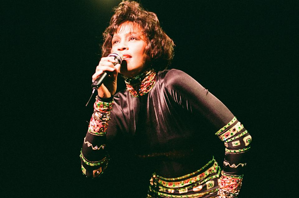 Whitney Houston in Concert at Earls Court Exhibition Centre, London, 5th November 1993. The Bodyguard World Tour 1993. (Photo by Chris Grieve/Mirrorpix/Getty Images)