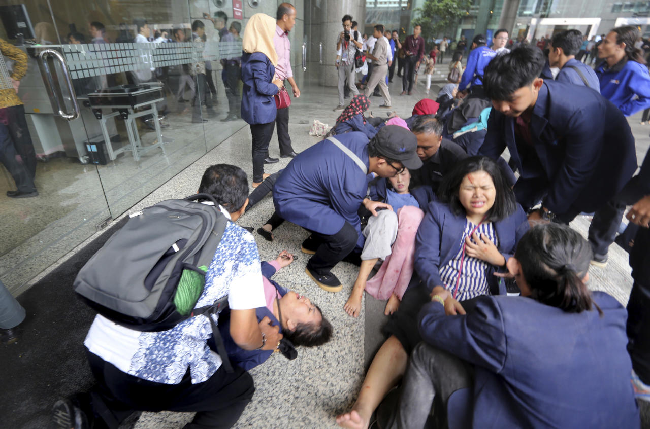 <p>Injured persons are evacuated from the Jakarta Stock Exchange tower in Jakarta, Indonesia, Jan. 15, 2018. A structure inside the tower collapsed Monday, injuring at least several people and forcing a chaotic evacuation. (Photo: Tatan Syuflana/AP) </p>