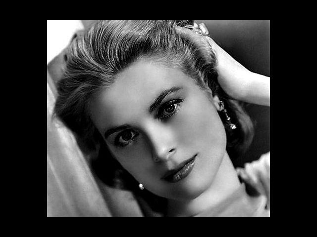 <b>2. Grace Kelly</b><br>A phenomenon of her time, Grace Kelly made her way into royalty by marrying Rainier III, Prince of Monaco. Before becoming a princess, Grace was one of the leading actresses in Hollywood. She is still remembered for her spellbinding charm and angelic looks.