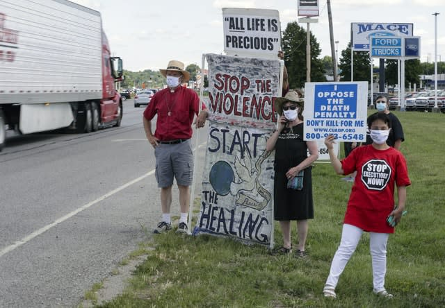 Protesters against the death penalty gather in Terre Haute, Indiana (Michael Conroy/AP)