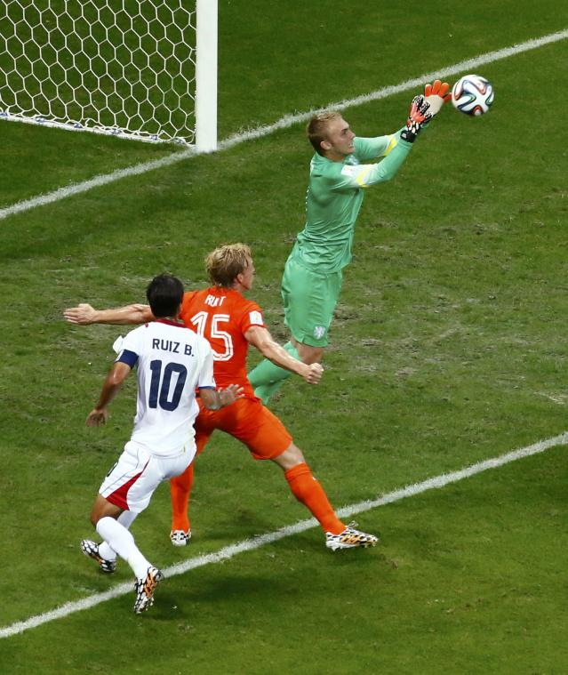 Goalkeeper Jasper Cillessen of the Netherlands (R) saves the ball as his teammate Dirk Kuyt defends near Costa Rica's Bryan Ruiz (10) during their 2014 World Cup quarter-finals at the Fonte Nova arena in Salvador July 5, 2014. REUTERS/Ruben Sprich (BRAZIL - Tags: SOCCER SPORT WORLD CUP)