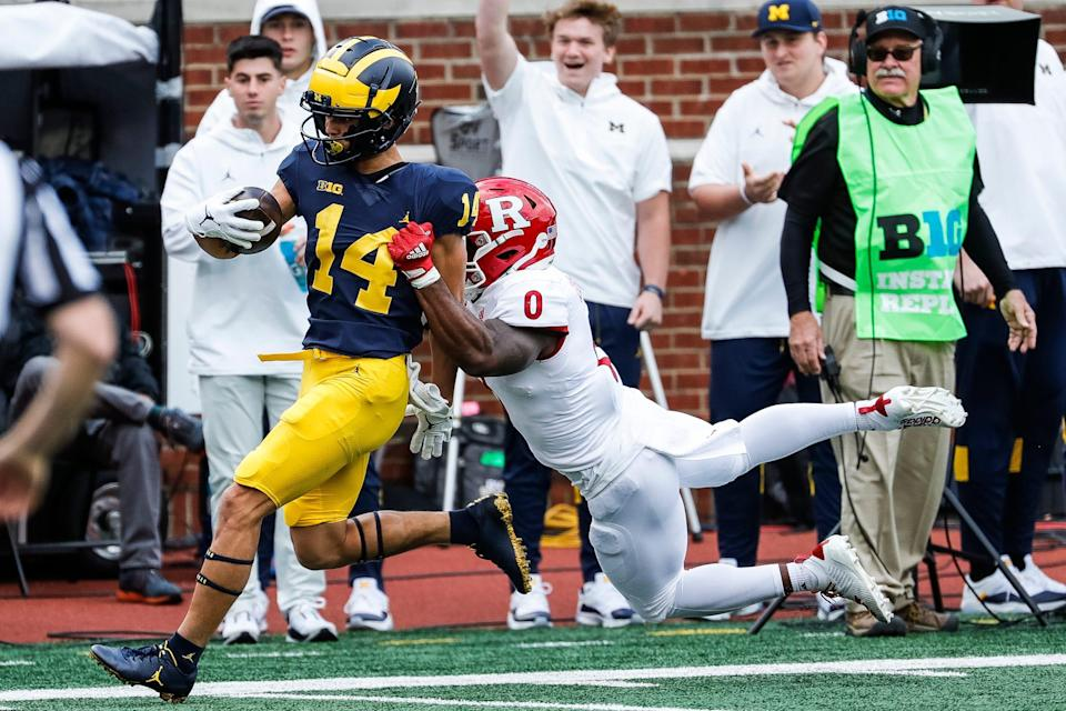 Michigan wide receiver Roman Wilson (14) makes a catch against Rutgers defensive back Christian Izien (0) during the first half at Michigan Stadium in Ann Arbor on Saturday, Sept. 25, 2021.