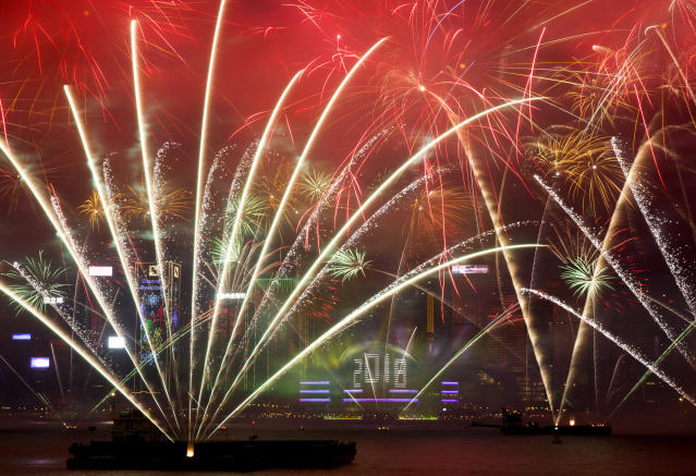 <p>Fireworks explode over the Victoria Harbor during New Year's Eve to celebrate the start of year 2018 in Hong Kong, Monday, Jan. 1, 2018. (Photo: Kin Cheung/AP) </p>