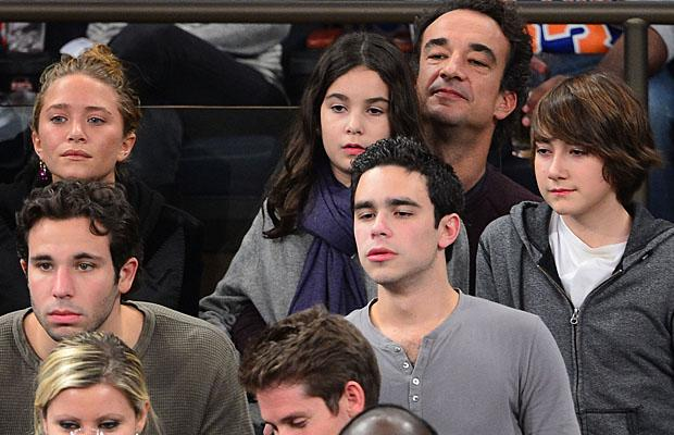 Mary Kate Olsen And Olivier Sarkozy Canoodle Courtside
